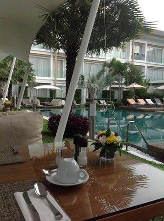 Lanna Samui : dining room overlooking pool