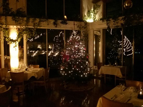Roof Top Cafe : Inside dining area Christmas time