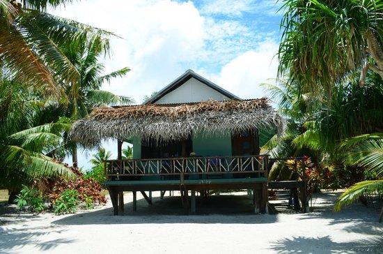 Inano Beach Bungalows : Beachfront bungalow