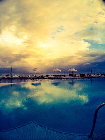 Live Aqua Cancun All Inclusive: Vista da piscina muito bonita...