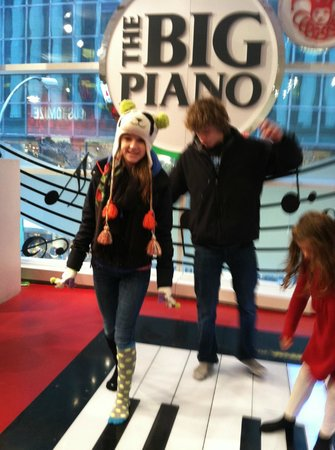 FAO Schwarz: play that tune