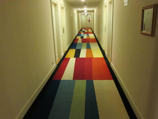 Crowne Plaza Hotel Brussels - Le Palace: Crazy carpets in the halls