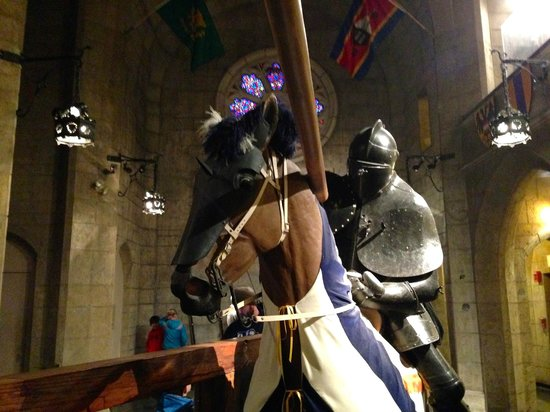 Higgins Armory Museum : Jousting Display in the Great Hall