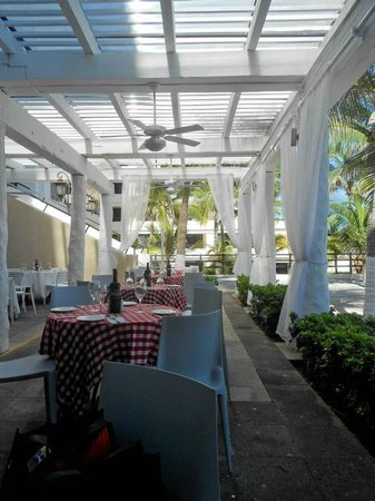 Grand Oasis Sens: Outdoor Italian restaurant