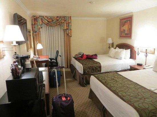 Best Western Airport Albuquerque InnSuites Hotel & Suites : bedroom