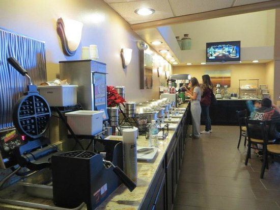 BEST WESTERN Airport Albuquerque InnSuites Hotel & Suites : breakfast area