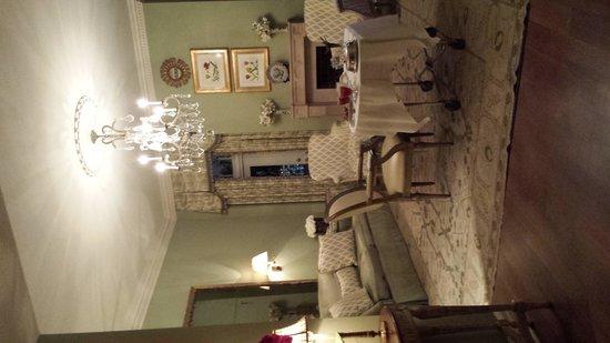 Hotel Monteleone: Living Area - Room 1600