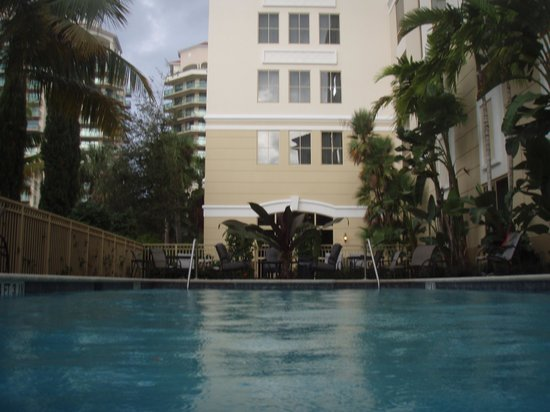 Hilton Garden Inn Palm Beach Gardens: View from the pool