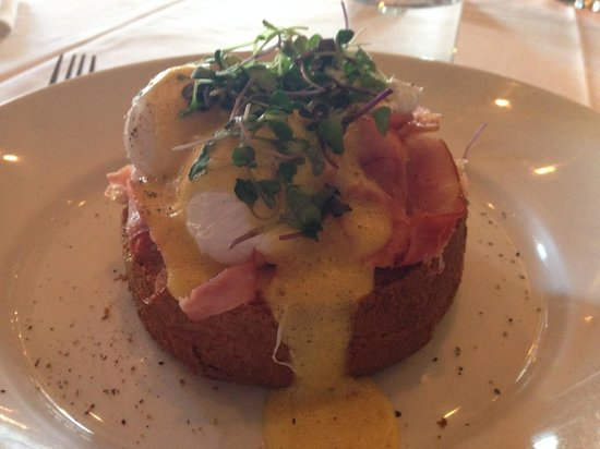 Morels French Steakhouse & Bistro: Eggs Benedict