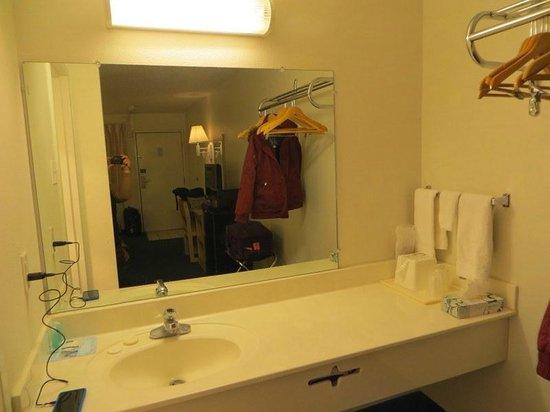 Rodeway Inn Silver City: bathroom area