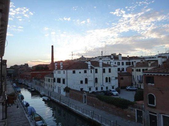 HOTEL OLIMPIA Venice : Vista do quarto 208