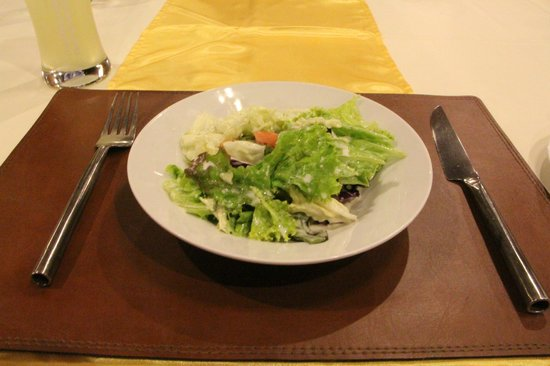 Wanna's Place: Side salad that comes with the steak