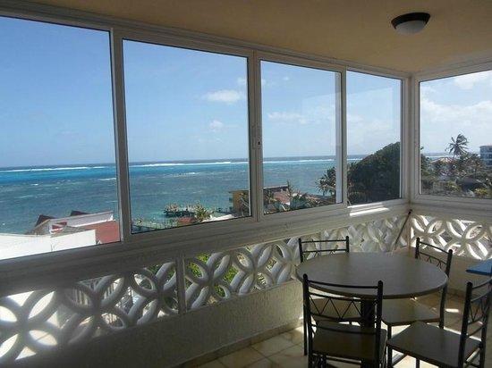 Apartamentos Commodore Bay Club: vista desde la sala