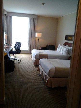 Holiday Inn Santiago Airport: comfortable room