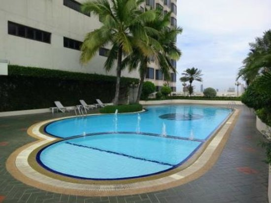 The Emerald Hotel: swimming pool