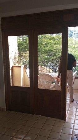 Plazamar: Balcony doors open wide
