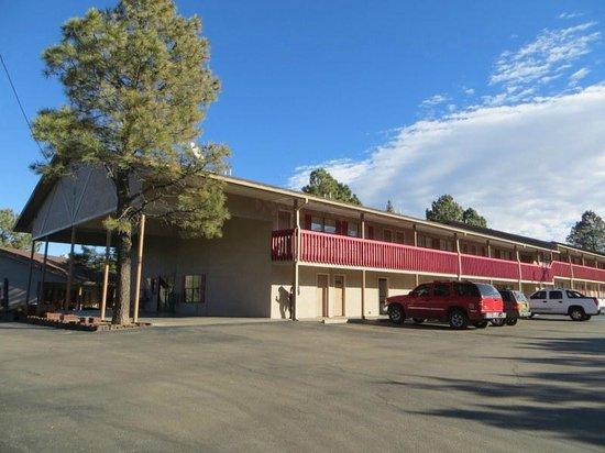 Best Western Pine Springs Inn: hotel building
