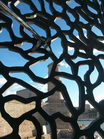 Mucem: A travers la dentelle de béton