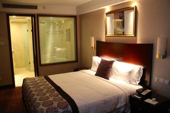 Radisson Blu Hotel Shanghai New World: Grosse Bett