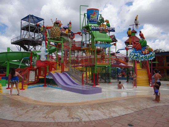 Coco Key Water Resort : The big area outside