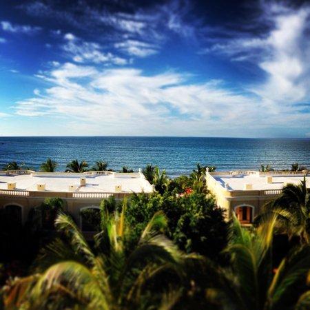 Pueblo Bonito Emerald Bay : Vista desde junior suite. Lo mejor del hotel?...la ubicación y vista!