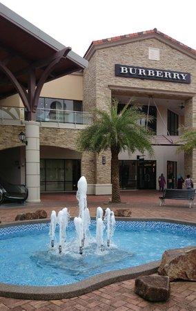 Kulai, Malaysia: Burberry