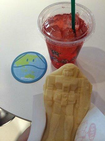Diver City Tokyo Plaza: ガンプラ焼きと赤い彗星ソーダ