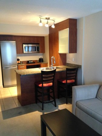 Embassy Suites by Hilton Montreal: Kitchen