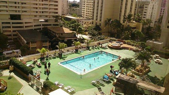 Aston at the Waikiki Banyan: プール