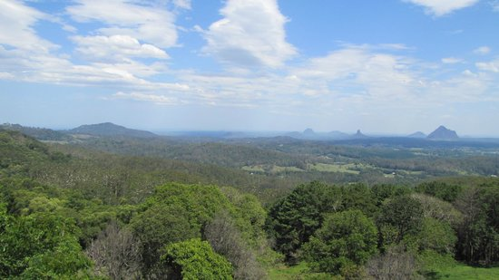 King Ludwigs Maleny Views Restaurant : View from our table on the balcony towards the Glasshouse-Mountains