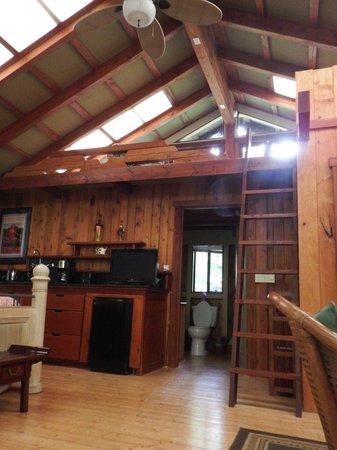 Volcano Village Lodge: Very spacious