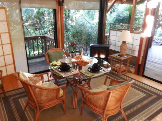 Volcano Village Lodge: View of the dining area from the loft