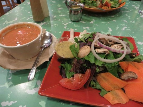 Flying Star Cafe: cup of soup (tomato bisque) with lite greens