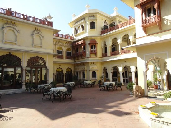 Alsisar Haveli: Open dining and leisure area