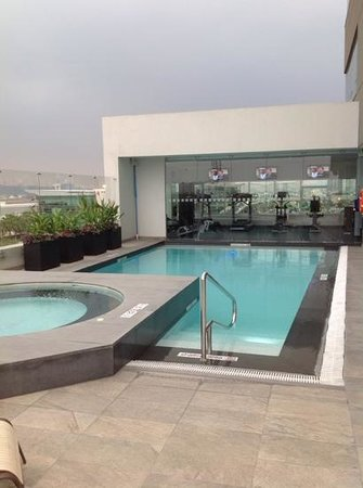 Holiday Inn Guayaquil Airport: pool and gym