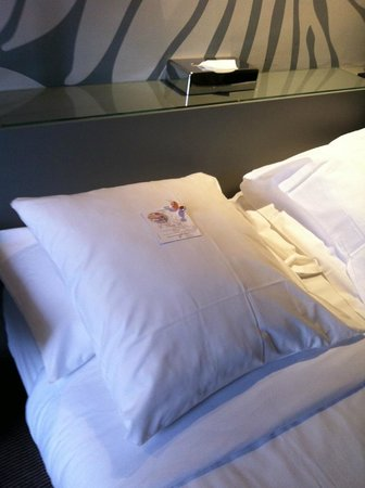 Gardette Park Hotel: Welcoming card and sweet - nice personal touch