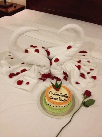 Saem Siemreap Hotel: Special decorations in our room for our honeymoon