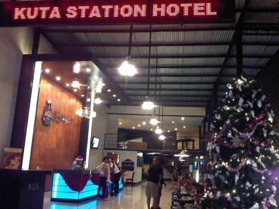 Kuta Station Hotel: lobby area
