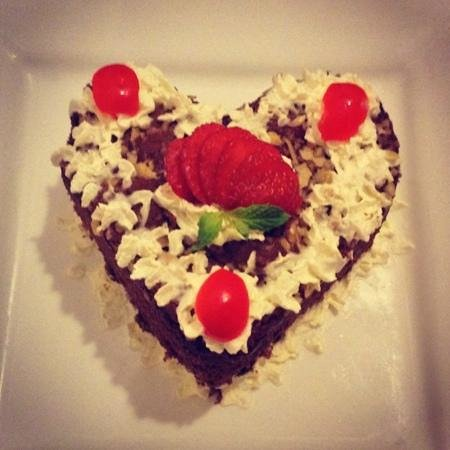 Kuta Station Hotel: honeymoon cake