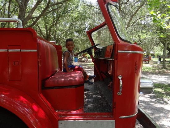 Green Meadows Petting Farm: Fire truck