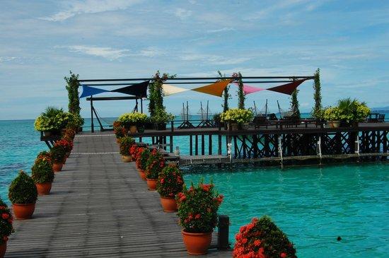 Water bungalow picture of sipadan kapalai dive resort - Kapalai dive resort ...