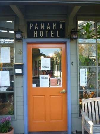 Panama Hotel: Entrance