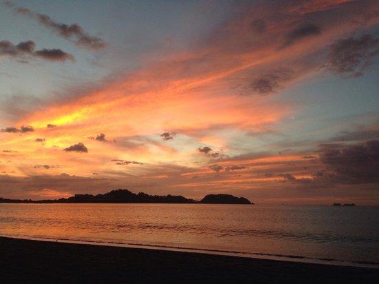 Bahia del Sol Beach Front Hotel & Suites: Un lindo atardecer des del Hotel