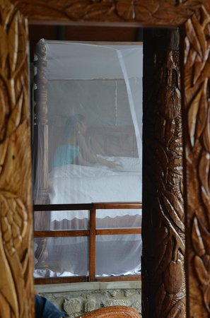 Ladera Resort: four poster bed reflected in a mirror.