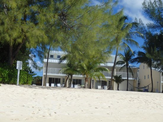 White Sands Beach Condominiums : Blue skies of paradise