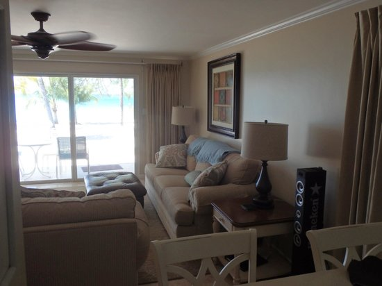 White Sands Beach Condominiums: Living room overlooking the beach