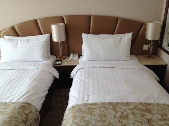 Gallery Hotel: Twin Beds