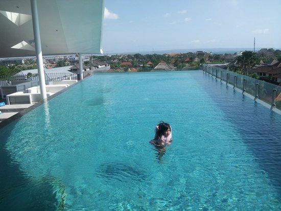 Ize Seminyak : pool