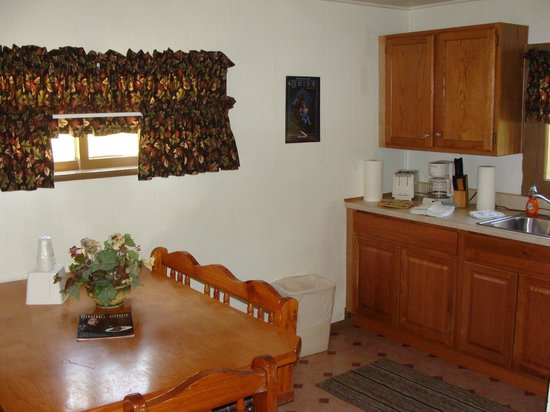 San Juan Motel: kitchen area