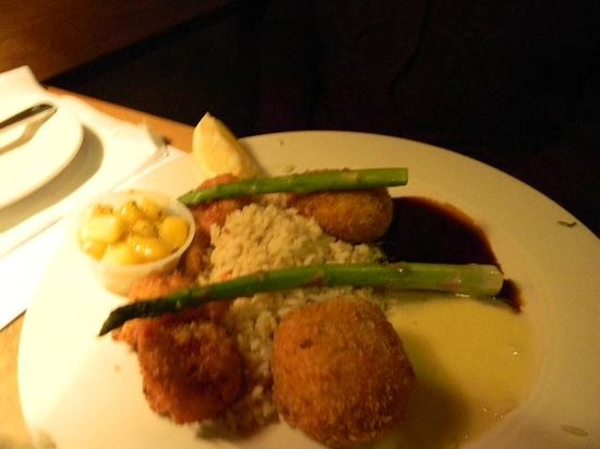 By-Th'-Bucket Bar and Grill: crabcakes